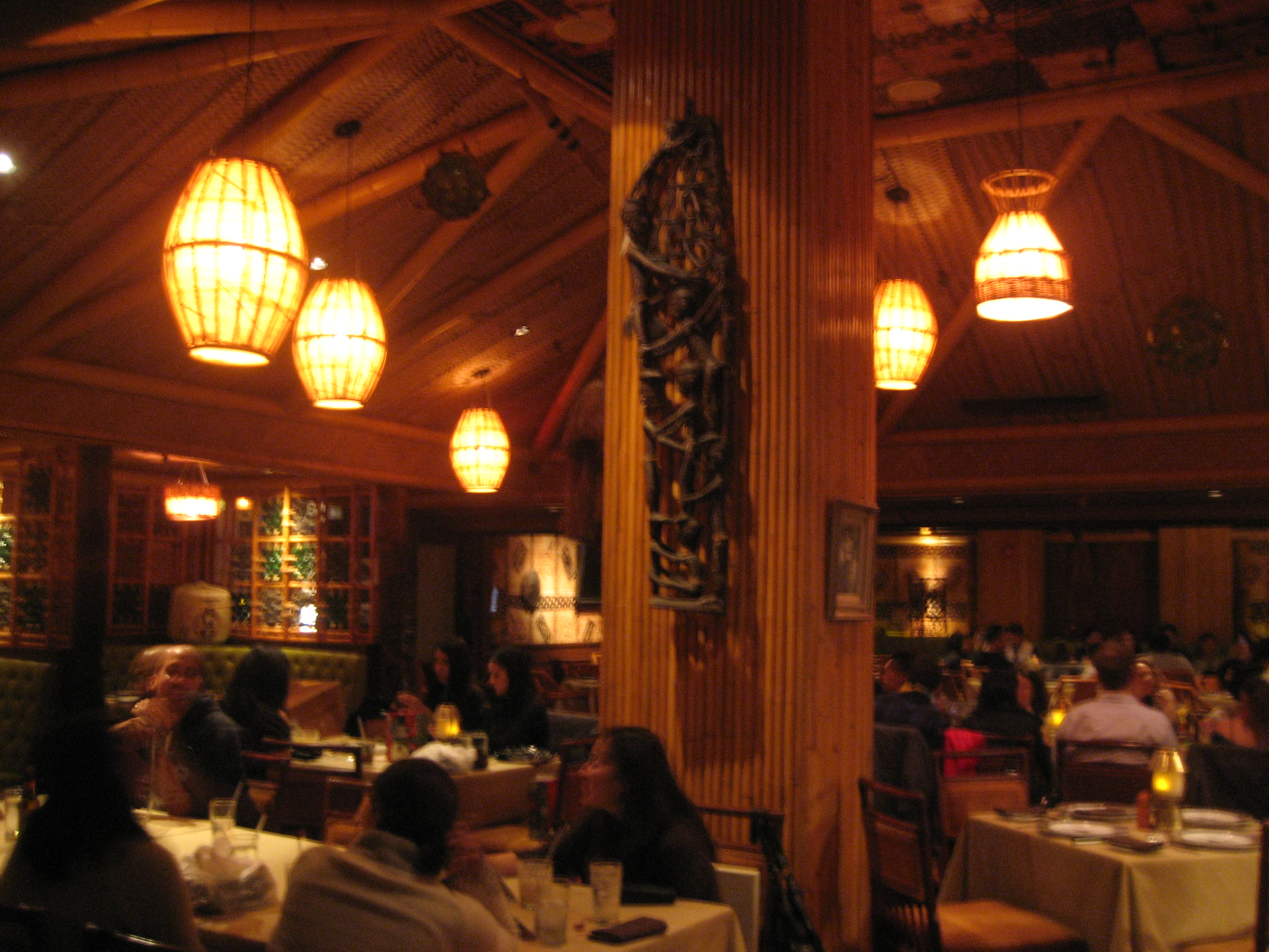 Trader vic s los angeles l a live downtown the tiki chick for Tiki room decor